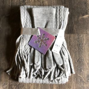 ⭐️New NY & CO. Scarf and Glove set.
